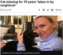 死んだと思っていた飼い猫と10年ぶりに再会した女性(画像は『BBC News 2019年1月23日付「Cat missing for 10 years 'taken in by neighbour'」(ALEX ELLIOTT)』のスクリーンショット)
