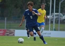 小川はブラジルを相手に一瞬の隙を突いてゴラッソをねじ込んだ。写真:サッカーダイジェスト