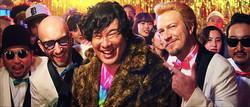 日本語が英語に、英語が日本語に… MONKEY MAJIKと岡崎体育による1曲で2度楽しめるトリックソングが完成