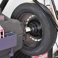 クルマのタイヤ交換すると明細に記載される「バランス代」って一体何の費用?