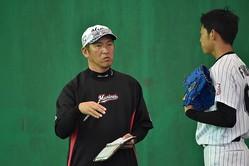 ロッテの小野晋吾二軍投手コーチ(左)【撮影日=2019年2月7日】