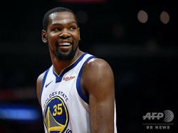 米プロバスケットボール(NBA)、ゴールデンステイト・ウォリアーズからFAになったと報じられたケビン・デュラント(2019年4月26日撮影)。(c)Harry How/Getty Images/AFP