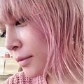 ピンク!(画像は浜崎あゆみInstagramのスクリーンショット)