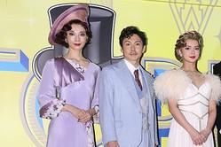 昨年11月に坂本の主演舞台で初共演した朝海(左端)