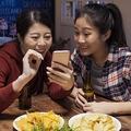 人の家族を隠し撮りしては…ネタにしていじってきます(PRPicturesProduction/stock.adobe.com)