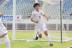 後半だけで3点を奪い攻撃を牽引した上田。前線でのポストプレーも光った。 写真:佐藤博之