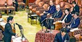 (写真)公述人(右側)に質問する藤野保史議員=26日、衆院予算委公聴会