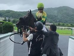 藤田菜七子「この馬を信じて乗りました」今年18勝目
