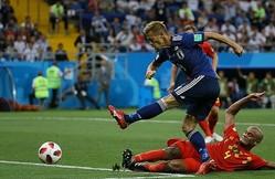 途中出場の本田(手前)を急先鋒に日本は最後まで攻めの姿勢を貫いたが……。残酷な結末が待っていた。写真:JMPA代表撮影(滝川敏之)
