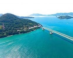 本州と大島大橋で繫がっている山口県周防大島。移住すれば、多島美を誇る瀬戸内の絶景が日常のものとなる
