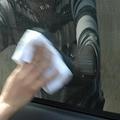 じつはプロでも難しいクルマのガラス掃除! 拭きムラをなくすコツとは
