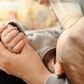 なぜ産後うつになるのだろうか(写真はイメージ)