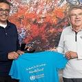 5月16日、WHOのテドロス事務局長と会談したIOCのバッハ会長(右)。健康促進を重んじる会長は無観客での五輪開催には否定的