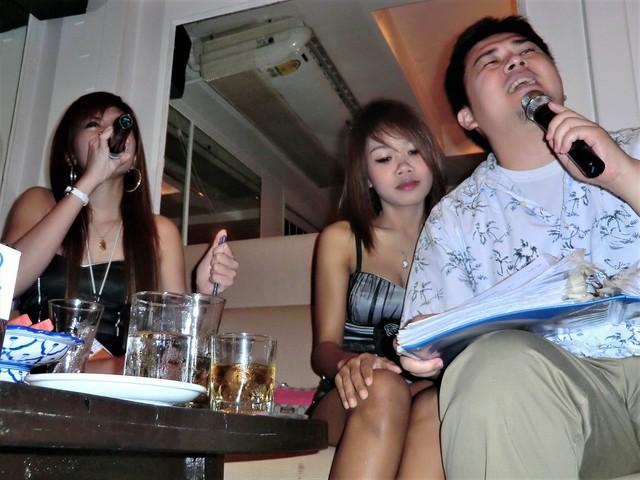 バー 音楽 ゴーゴー タイ