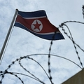 北朝鮮の国旗(2017年3月5日撮影、資料写真)。(c)LILLIAN SUWANRUMPHA / AFP