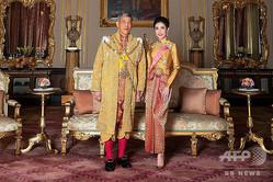 タイのワチラロンコン国王とシリーナート・ウォンワチラーパックさん(2019年8月26日入手)。(c)AFP=時事/AFPBB News