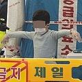 ソウル市内の保健所に設けられた専用診療所で新型コロナウイルスの検査を受ける子ども(記事の内容とは無関係)=(聯合ニュース)