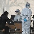 大邱市内にある新型コロナウイルスの専用診療所で診断を受ける市民(資料写真)=(聯合ニュース)
