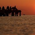 ウクライナで釣りをする人々(2014年5月4日撮影、資料写真)。(c)YURIY LASHOV / AFP
