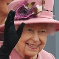 英女王 高齢者たたえる賞を辞退