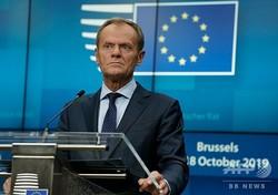 欧州連合(EU)首脳会議が開かれたベルギー・ブリュッセルのEU本部で記者会見するドナルド・トゥスクEU大統領(2019年10月17日撮影)。(c)Kenzo TRIBOUILLARD / AFP