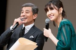 舘ひろし&新垣結衣の2ショットが実現…第61回「ブルーリボン賞」の授賞式にて