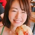 「目のやり場に困る」の声も(画像は『磯山さやか 2017年8月27日付Instagram「LAでのアイスクリームは最高でした」』のスクリーンショット)