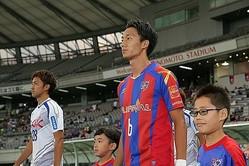 プロ1年目の室屋。負傷を乗り越え、J1の12試合に出場した。写真:茂木あきら(サッカーダイジェスト写真部)