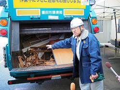 1127万円分の紙幣が見つかったパッカー車=2020年2月12日午前11時49分、愛知県豊田市の「グリーン・クリーンふじの丘」、小山裕一撮影