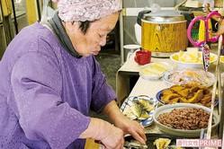 「食べ放題、子ども無料」の食堂・はっちゃんショップ 撮影/原田 崇