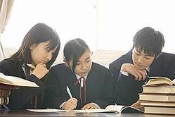 中国の子どもは学力が高くなっているものの、成績重視の教育に疑問を抱く親も増えている。最近では、親に叱られたため自殺してしまった中学生が話題となったばかりだ。(イメージ写真提供:123RF)