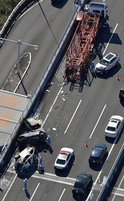 愛知で車7台が事故、17人負傷 伊勢湾岸道、車列にトレーラー