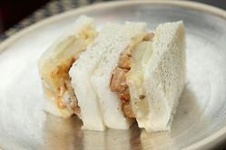 豚バラ入りポテチーサンド