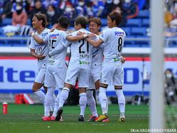 1ゴール1アシストのガンバ大阪MF倉田秋(右から2人目)