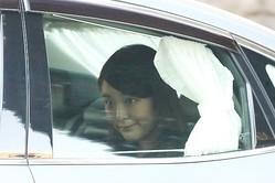 眞子さまは笑みを浮かべ出勤…小室さん謝罪コメント発表の朝