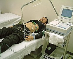 「薬の治験」25日の入院で50万円。人気副業のウラ側