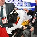 19年の全日本選手権で宇野昌磨に敗れうなだれる羽生(写真:アフロ)