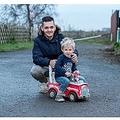 発作を起こした父親を救おうとした男の子(画像は『The Sun 2019年12月18日付「PAWLY PATROL Heroic boy, 3, rides toy car along busy road to get help for dad after he has seizure」(Credit: John Aron)」』のスクリーンショット)