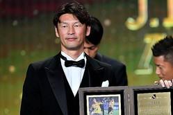 2019年末のJリーグアワードで功労者賞を受賞する巻氏。写真:金子拓弥(サッカーダイジェスト写真部)