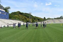 5月12日。チームは3、4グループに分かれ、時間差で30分程度のトレーニングを行なった。写真:FC今治