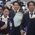 予想を覆しベスト16入りの日本代表がロシアから帰国…多くのファン・サポーターが出迎え