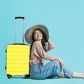 アジアの女性観光客が旅行にワクワクしている