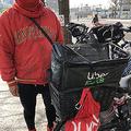 少しでも肩の負担を減らすため、バッグは後ろの荷台に固定している