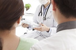 中国では、明石市の県立がんセンターで発生したような患者が医者に危害を加えるトラブルは「傷医」と呼ばれているほか、医療サービスに不満を抱いた患者側がさまざまな手段で病院の医療提供を妨害する「医鬧」と呼ばれるトラブルも多発している。(イメージ写真提供:123RF)