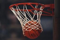 米バスケの悪質肘打ち問題に波紋が広がっている【写真:Getty Images】