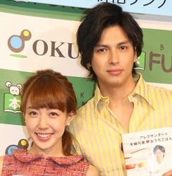 川崎希(左)とアレクサンダー