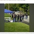 レモネードスタンドに列を作るバイカー(画像は『Good Morning America 2019年9月18日付「Bikers line up at girl's lemonade stand after mom helps save them during crash」(Daryn Sturch)』のスクリーンショット)