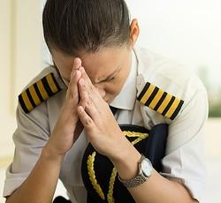 パイロットがパスポート紛失、出発11時間遅れ