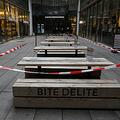 ドイツ南部ミュンヘンで、閉鎖中のカフェの座席(2020年11月24日撮影)。(c)Christof STACHE / AFP