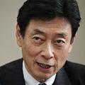 インタビューに答える西村康稔経済再生担当相=7月14日、東京都千代田区